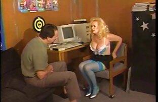 مرد پخش سکس کم حجم licks دختر بیدمشک خیس
