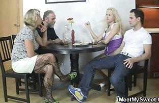 مردان سگ ماده سواری نشانه در فیلم سوپر حجم کم یک میز بیلیارد