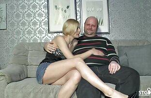 دختر جشن تولد او, دعوت عاشق او و در پایان حزب او را بر روی مبل انداخت و حال ارتباط جنسی با فیلم سوپر کم حجم او