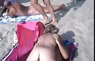 دو لزبین نوازش کردن خود را بر روی سکس پورن کم حجم میز