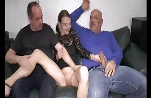 ورزش ها سکسی گسترش پاهای او را و ضربه سکس کم حجم موبایل دوست خود را در دهان